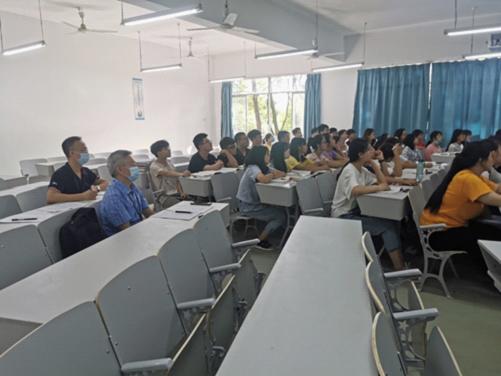 开学第一天:学校组织开展教学检查