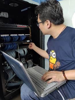 教育信息化建设处处对护理学院实训中心实施基础网络对接