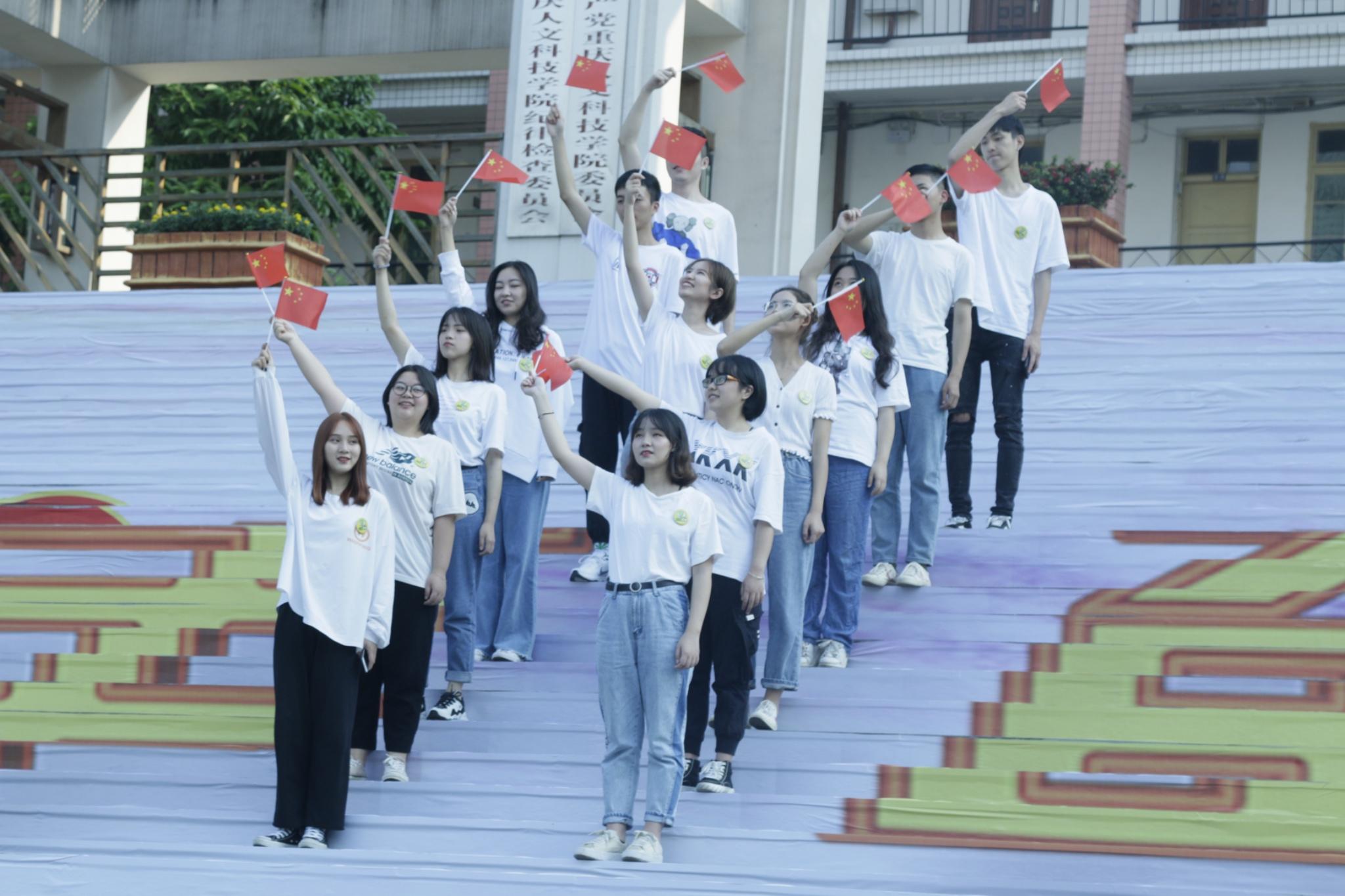 艺术学院青檬映像拍摄MV《我和我的祖国》