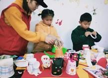 说明: F:\新葡8455支教团\视频图片材料\其他艺术教育活动\艺术教育进社区、让孩子们在游戏中学习\psb (15).jpg